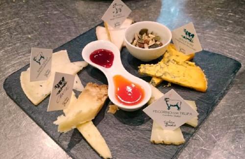 tabla de quesos variados de autor de la Lechera de Burdeos