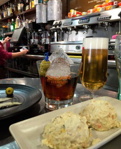 vermut, cerveza y marinera en El Imperdible